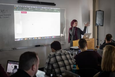 Sara Soueidan leading a workshop